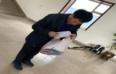 朝阳川镇为镇区居民分发扫黑除恶宣传扇