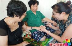 互助点里欢乐多 独居老人不孤单