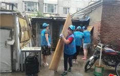 白菊社区集中整治楼道乱堆乱放和建筑垃圾